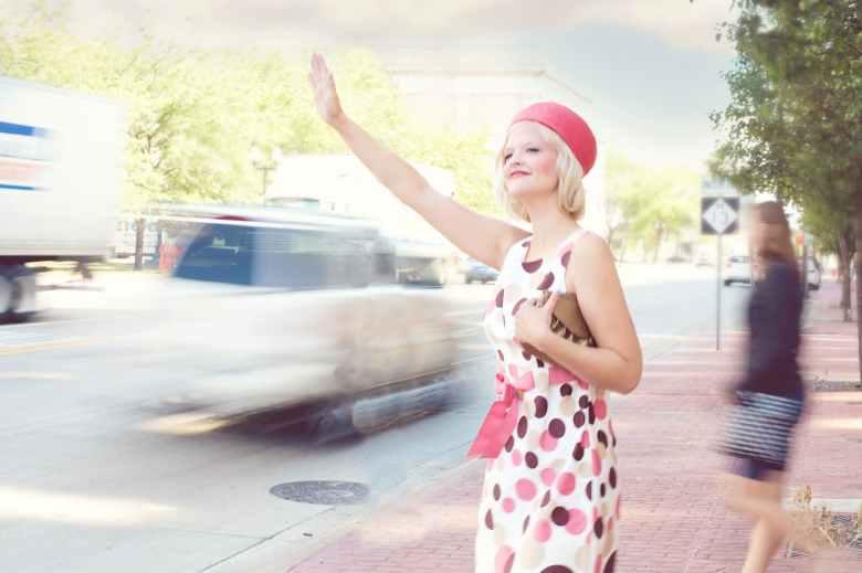 pretty-woman-traffic-young-vintage.jpg